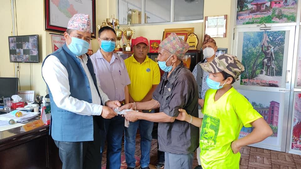 mayor sanju pandit helping to blindness people
