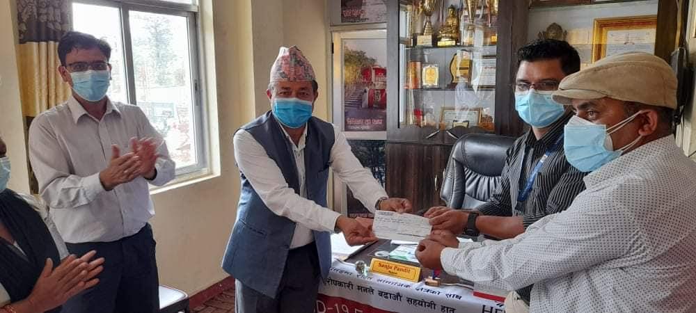 bidur municipality mayor cash provide to trishuli hospital
